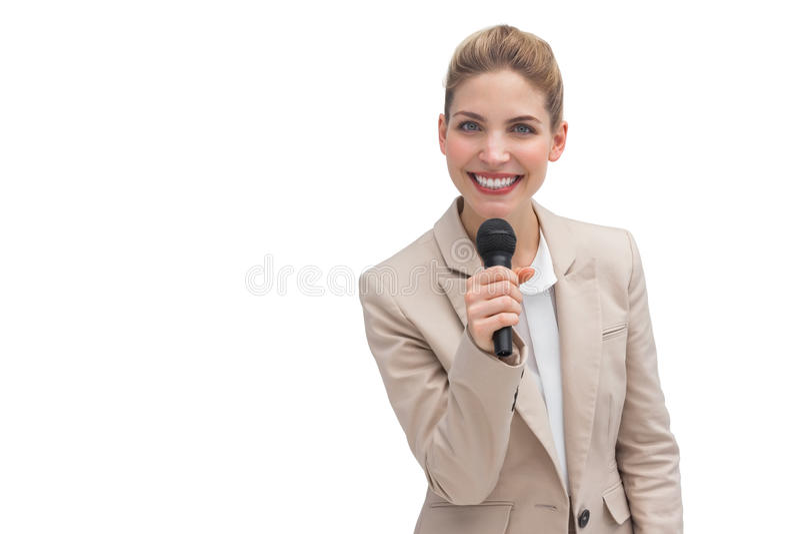 Empresaria sonriente que sostiene el micrófono imagen de archivo