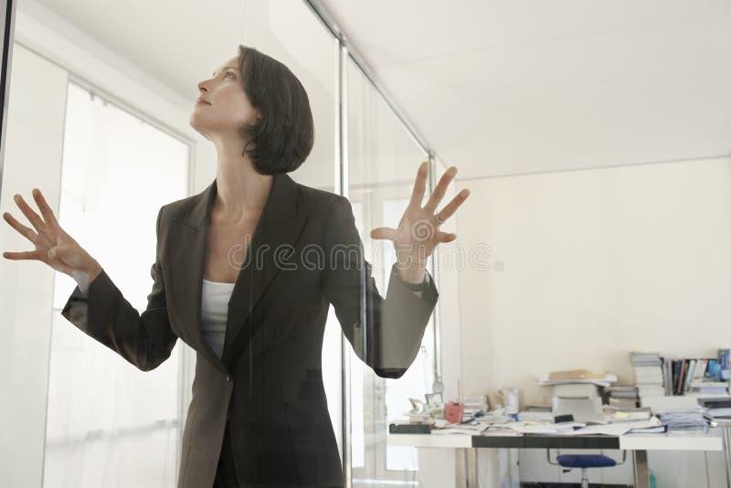 Empresaria Trapped In Office imagen de archivo libre de regalías