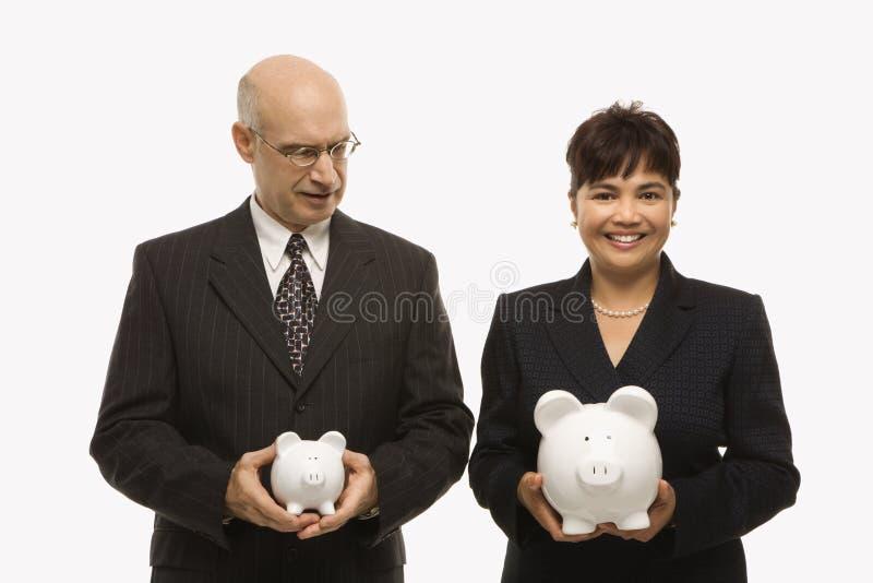 Empresarios con los piggybanks fotografía de archivo