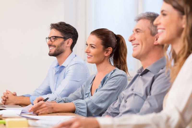 Empresarios durante un seminario fotos de archivo