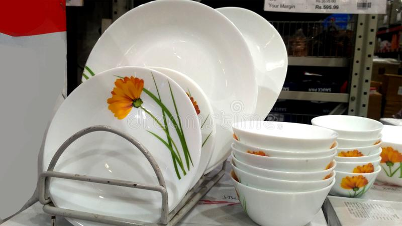 Empty Ceramic Plates And Bowls In Super Market royalty free stock photography