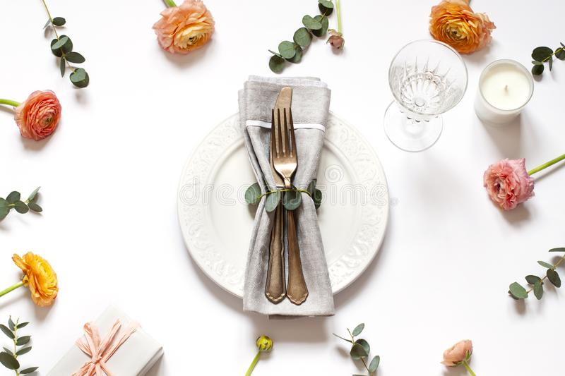 Empty plate concept flat lay with floral decorations on the white backdround. Top view Valentines day, Mothers day or Easter card stock images