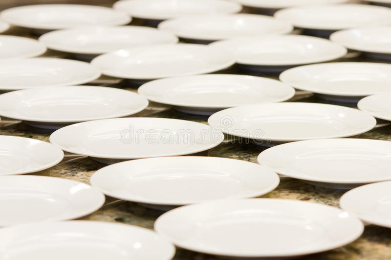 Download Empty Plates Royalty Free Stock Images - Image: 33514089