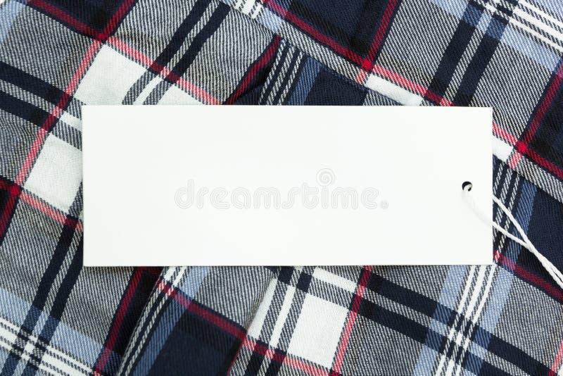 Empty tag blanco en tela con un modelo cuadrado imagen de archivo