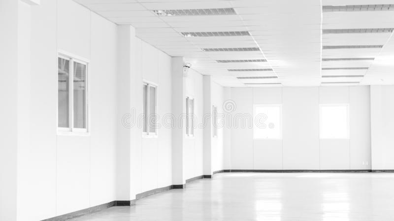 Empty white office space room in office building or factory with windows and copy space. Empty room and office concept - Empty white office space room in office stock image