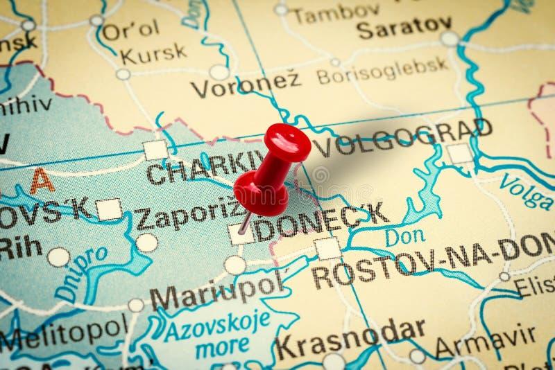Empujador señalando la ciudad de Donetsk en Ucrania foto de archivo libre de regalías