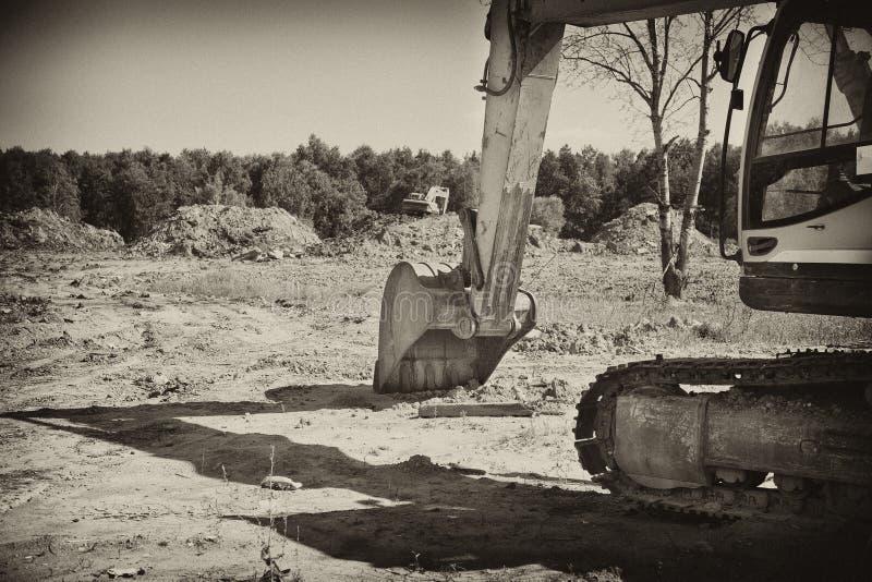 Empujes del excavador del cubo fotografía de archivo