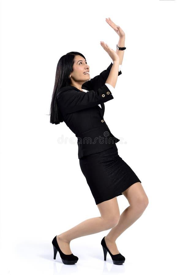 Empurrão atrativa bonita das mulheres de negócio fotos de stock