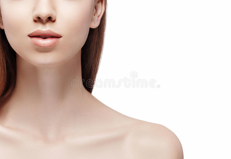 Empurra o queixo dos bordos do pescoço Retrato da beleza da mulher isolado no fim do branco acima imagem de stock