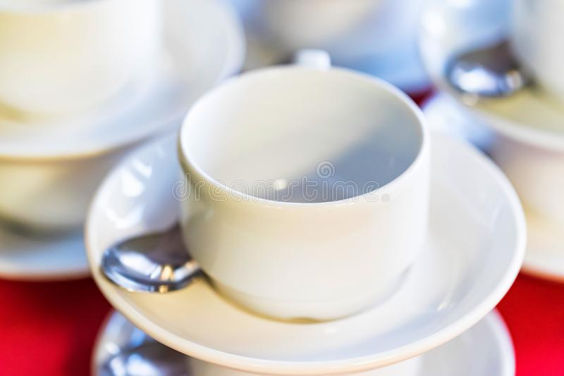 Empy有匙子和茶碟关闭的咖啡杯 免版税图库摄影