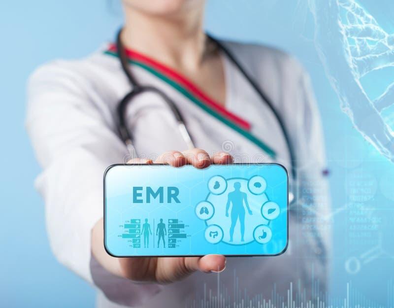 EMR Lekarz medycyny pracuje z opiek zdrowotnych ikonami Nowożytny medica obrazy stock