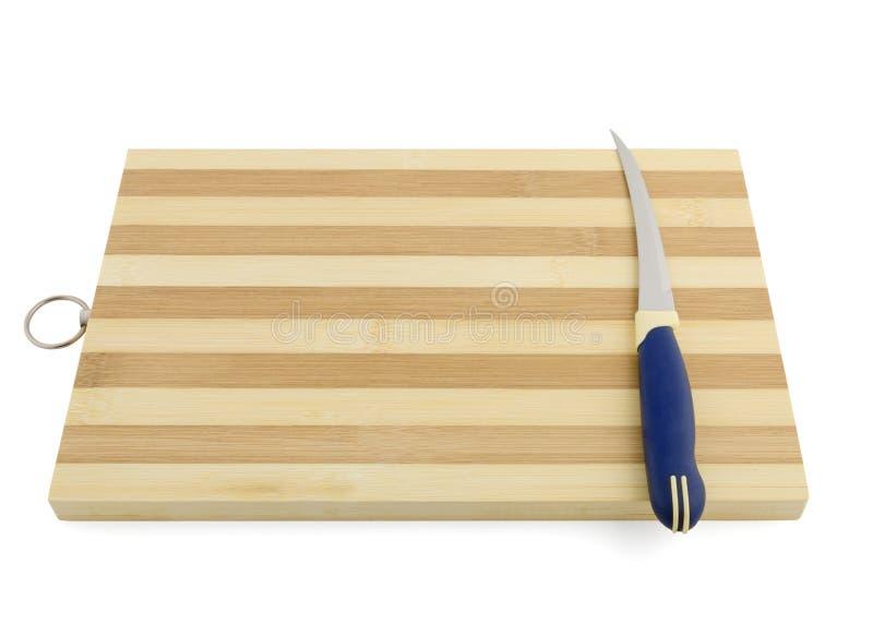 Emty faisant cuire le conseil avec le couteau d'isolement sur le blanc photos libres de droits