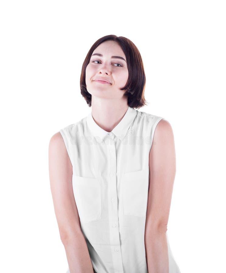 En älskvärd ung kvinna som isoleras på en vit bakgrund En attraktiv och skämtsam flicka En gullig tillfällig dam som bär en ljus  royaltyfri bild