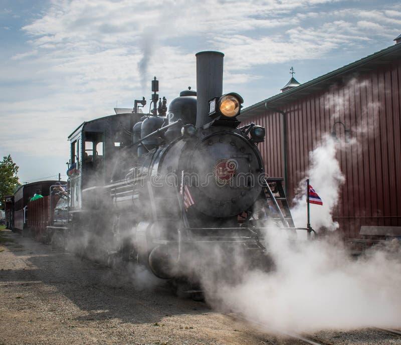 En ångamotor på Midwest det gamla tröskverkmötet, Mt Angenämt Iowa, USA royaltyfria foton