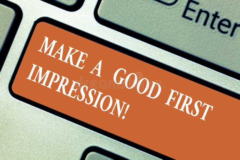 En écrivant l'apparence de note faites une bonne première impression La présentation de photo d'affaires se présentent dans un gr image libre de droits