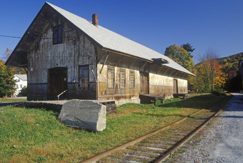 En öde drevstation i stora Barrington, Massachusetts royaltyfri bild
