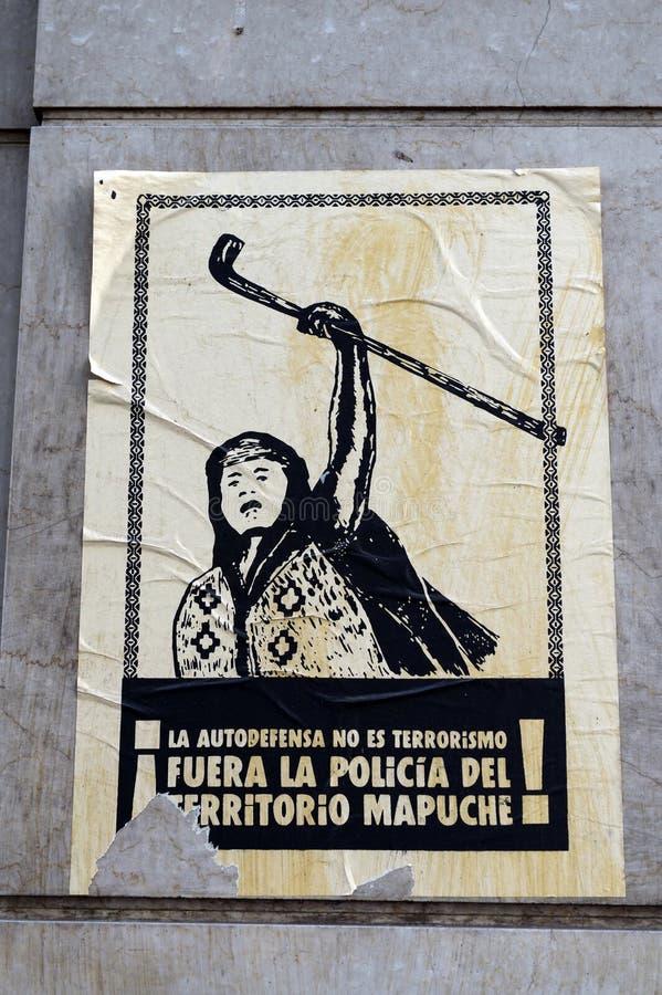 En affisch på väggen av ett hus i Santiago arkivfoton