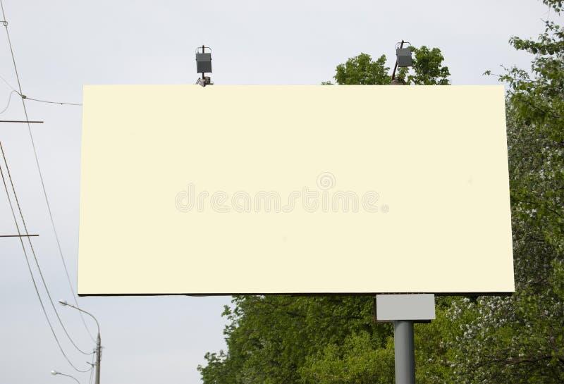 En affischtavla utan inskrifter som är tomma Närbild royaltyfri bild