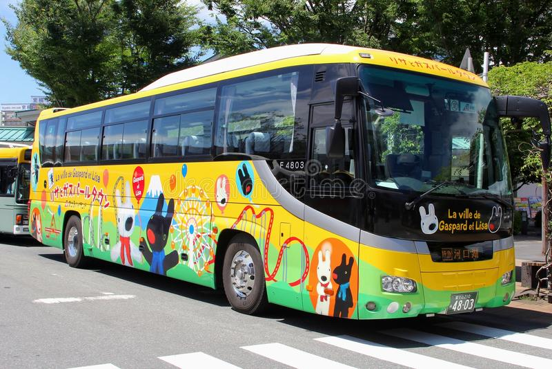 En agosto de 2018, el autobús pintado colorido embroma las figuras, Mishima, Japón imagen de archivo libre de regalías