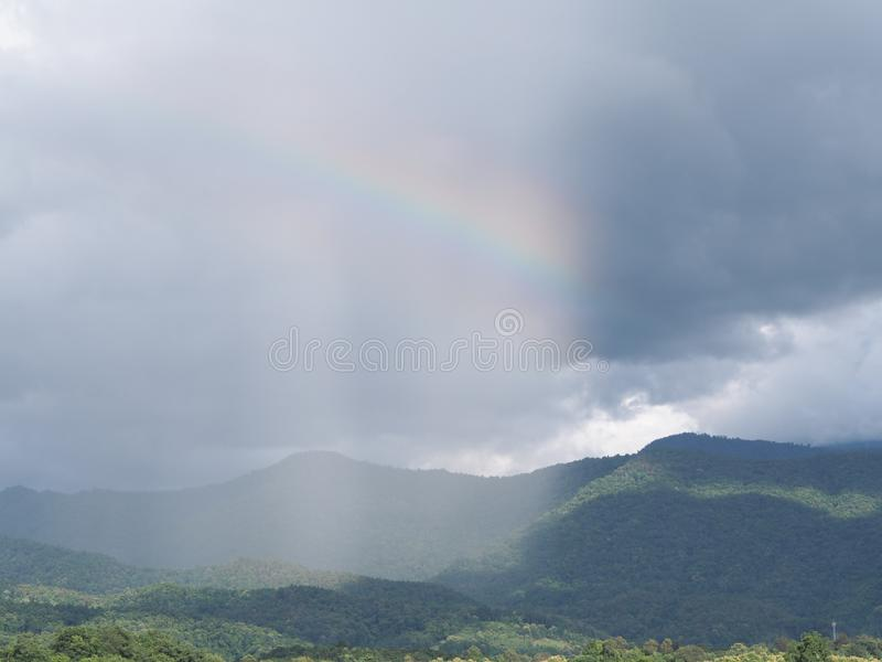 En alguna parte sobre el arco iris imagenes de archivo