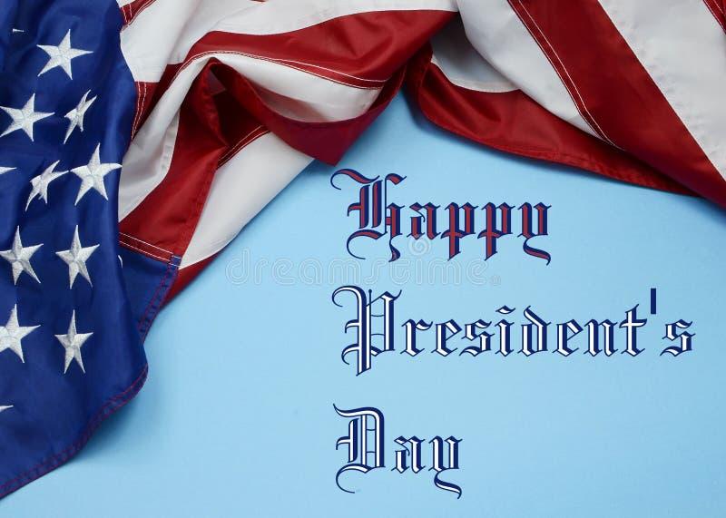 En Amerikas förenta staterflagga som draperas som en gräns för presidentdag royaltyfri fotografi