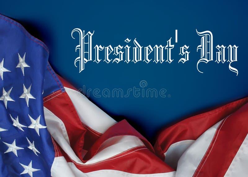 En Amerikas förenta staterflagga som draperas som en gräns med presidentdagmeddelandet royaltyfri bild