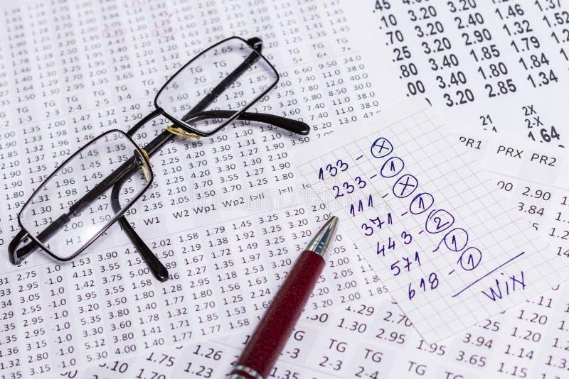 En anmärkning med segervalet av de segra koderna på bookmaker arkivfoto