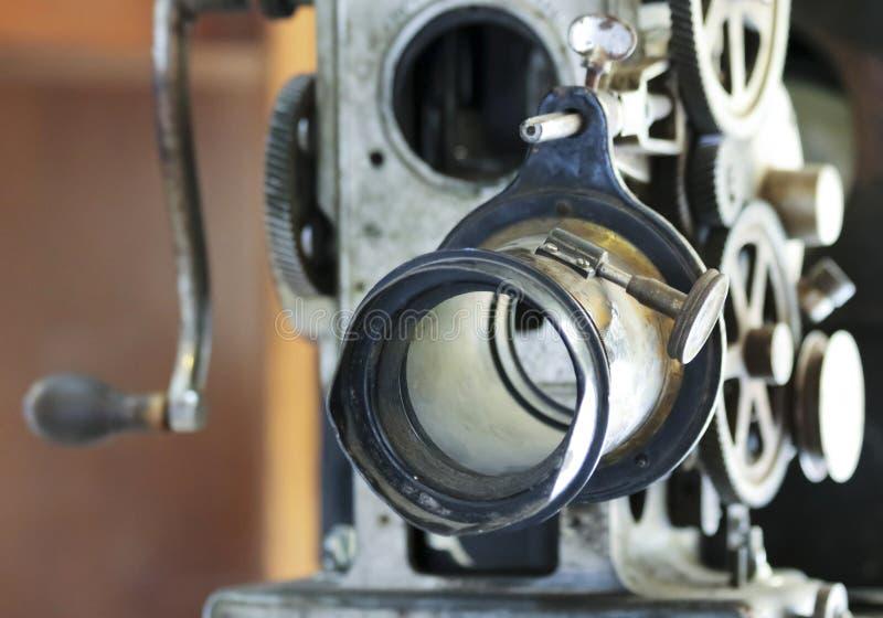 En antik filmprojektor eller maskin för rörande bild royaltyfri fotografi