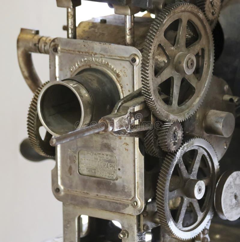 En antikvitet driver den Cameragraph filmprojektorn, 1904-1908 arkivfoton