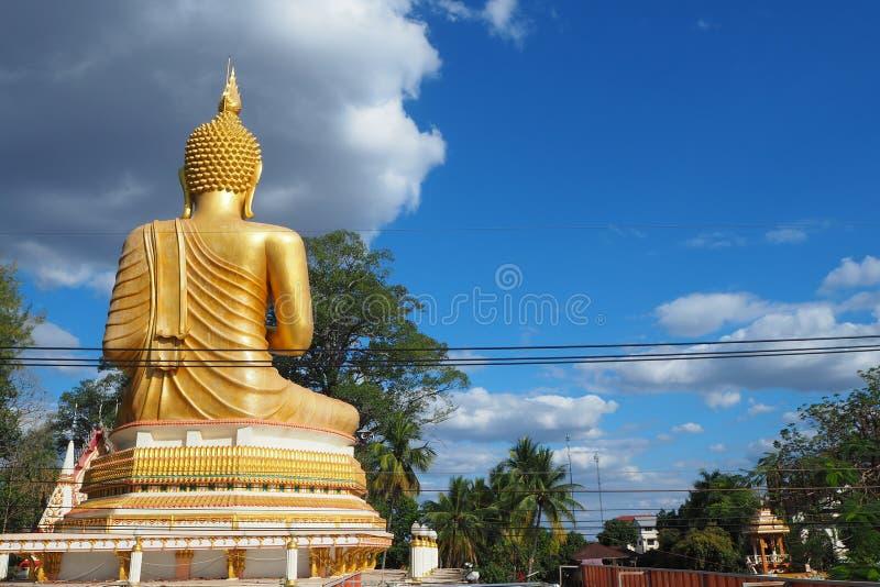 En arrière de la statue de Bouddha photo libre de droits