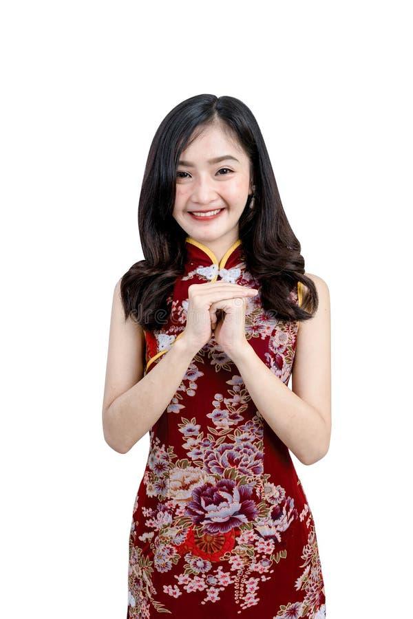 En asiatisk flicka i den Cheongsam eller Qipao klänningen royaltyfria foton