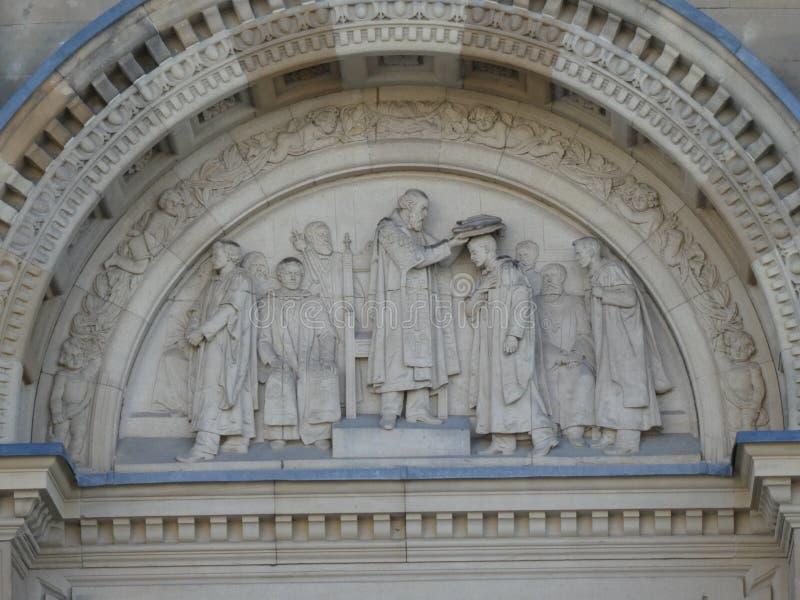 En assortissant le chapeau sculptez l'association carrée de ` d'étudiants d'Edimbourg Ecosse de hall de Hall Study Mcewan de rang photographie stock libre de droits