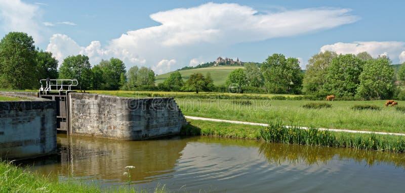 En Auxois de Châteauneuf fotos de archivo