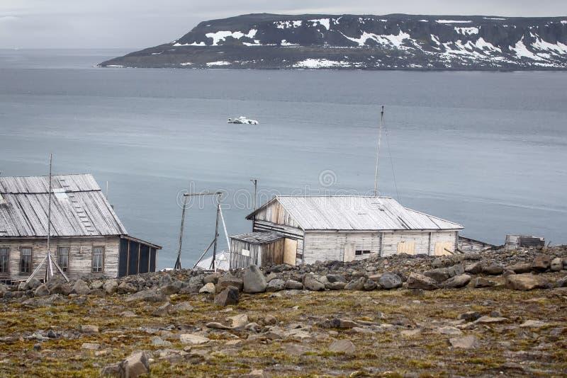 En av äldst polara stationer i arktisk Franz Josef Land arkivfoton