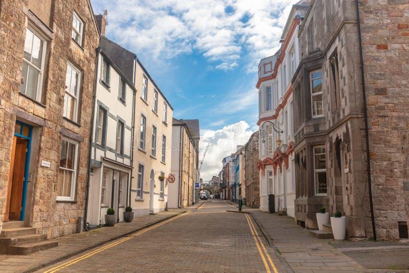 En av de eleganta historiska gatorna i Caernarfon, Wales royaltyfria foton