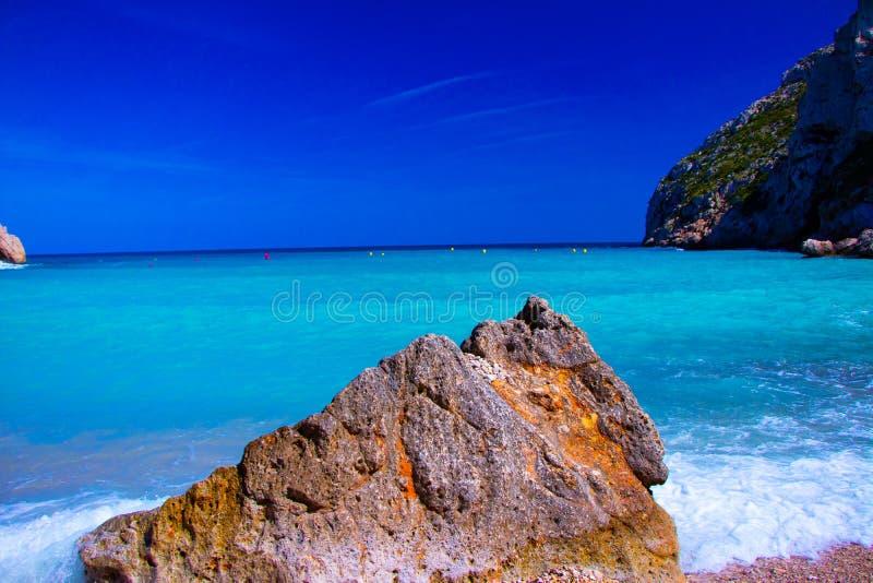 En av de mest berömda spanska stränderna-Playa Granadella royaltyfria bilder