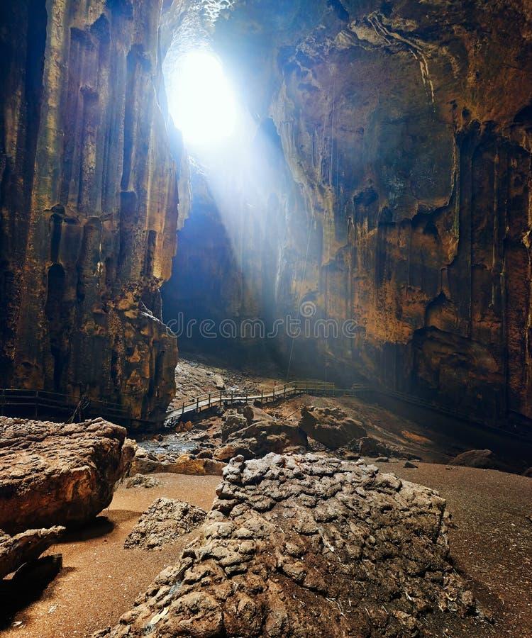 En av de mest härliga grottorna av Borneo Gomantong.Malaysia royaltyfri foto