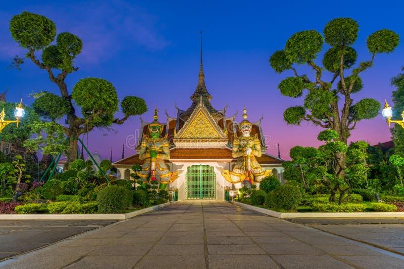 En av den berömda templet i Wat Arun Ratchawararam royaltyfri foto