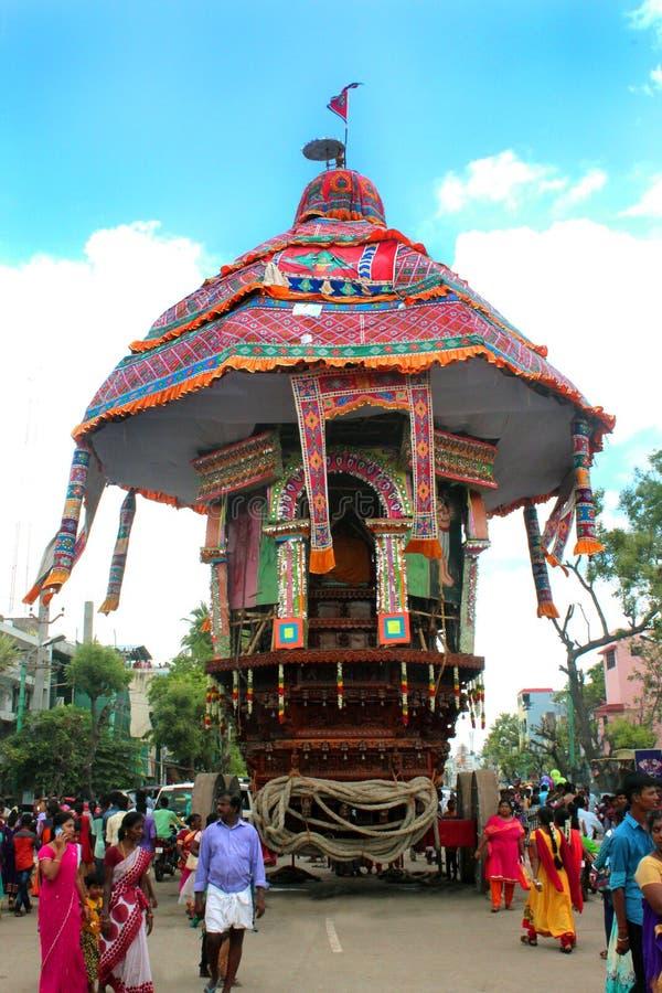 En av den parivar tempelbilen på den stora tempelbilfestivalen av den thyagarajar templet för thiruvarursri arkivfoto