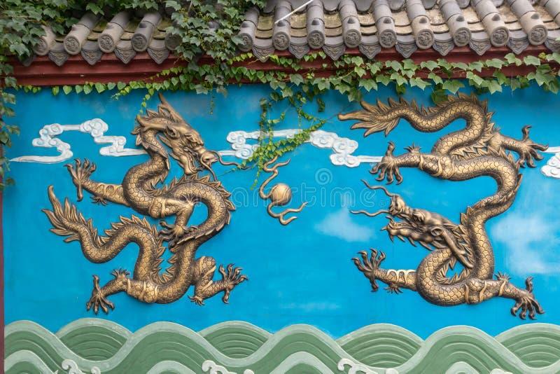 En av-förgylla drakevägg arkivbilder