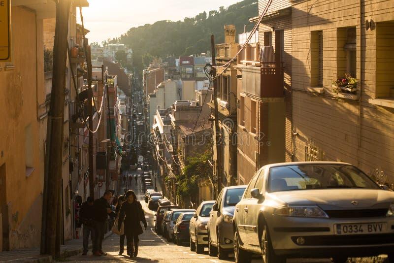 En av gatorna i Barcelona Barcelona är huvudstaden av Catalonia i Spanien och landets 2nd största stad arkivfoto