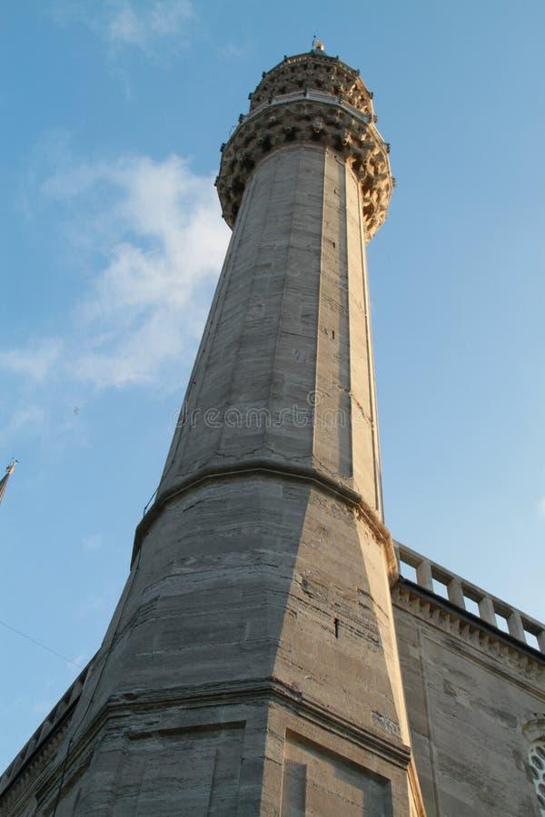 En av minaret i moskén Istanbul för SÃ-¼leymaniye, Turkiet arkivfoton