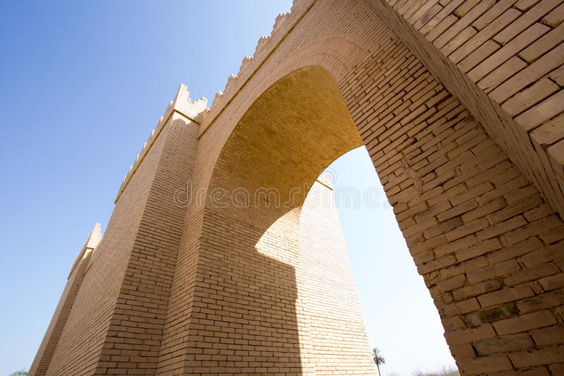 En av portarna av Babylon royaltyfri foto