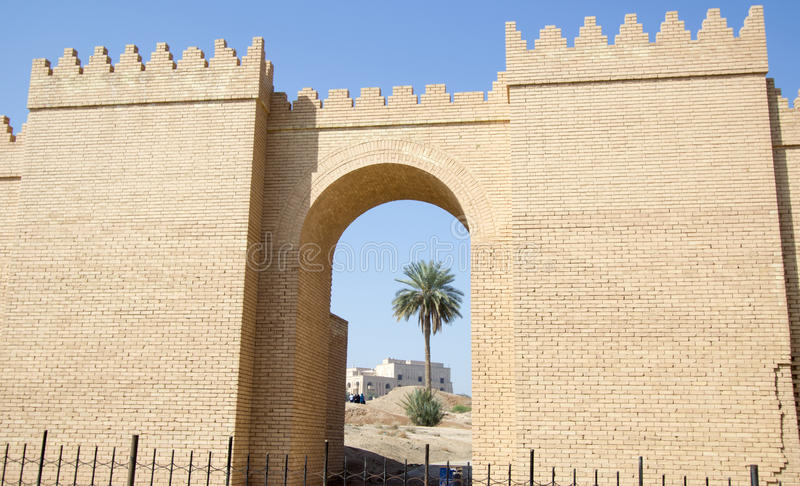 En av portarna av Babylon royaltyfri bild