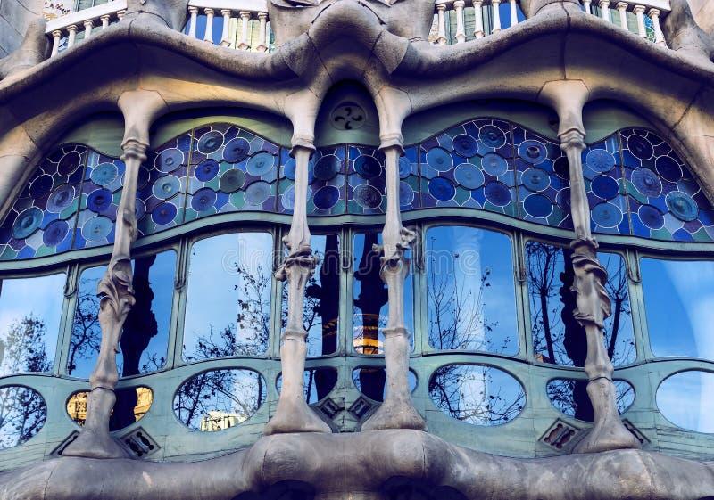 En av skapelserna av det arkitektGaudi Casa Batllo huset under konstruktionen av detta hus, arkitekten drog inspiratio royaltyfri foto