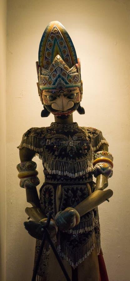 En av teckenet av Wayang Golek som den traditionella dockteaterföreställningen som visas på museumfotoet som tas i Jakarta Indone arkivfoton