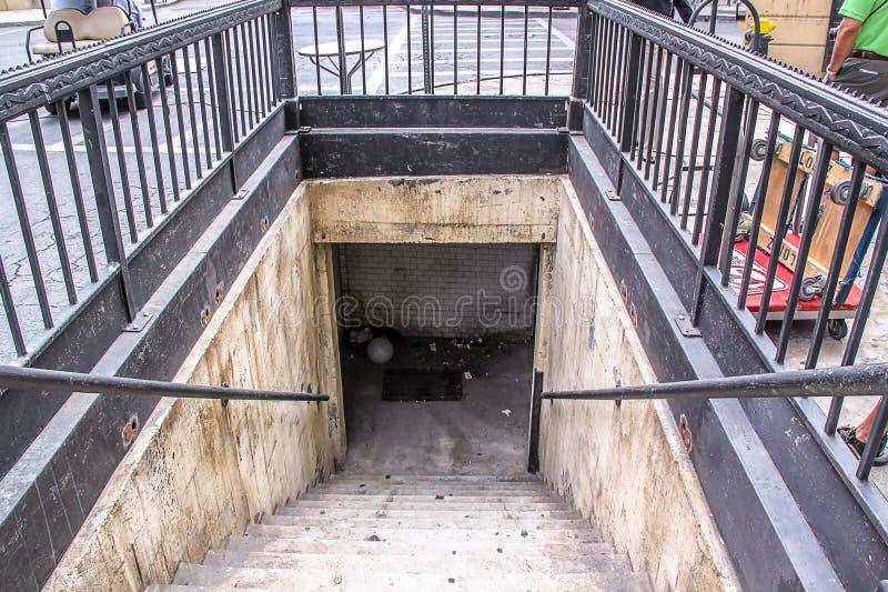 En av Universal Studios berömda paviljonger Ingång till den underjordiska stationen USA Los Angelos royaltyfri foto