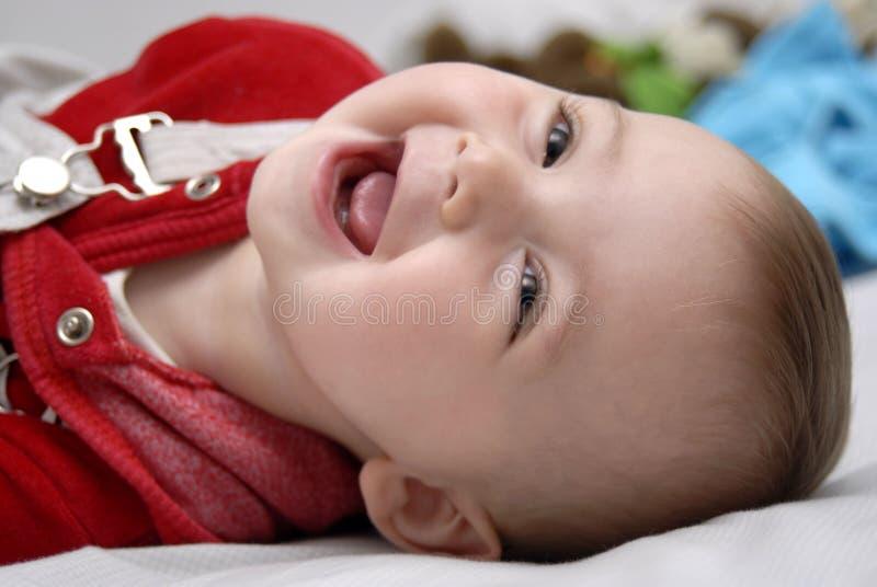 En baby die speelt glimlacht royalty-vrije stock afbeelding