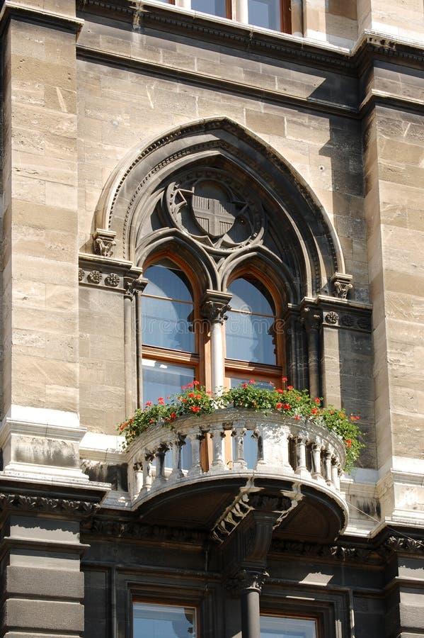 En balkong i ett europeiskt hus royaltyfria foton