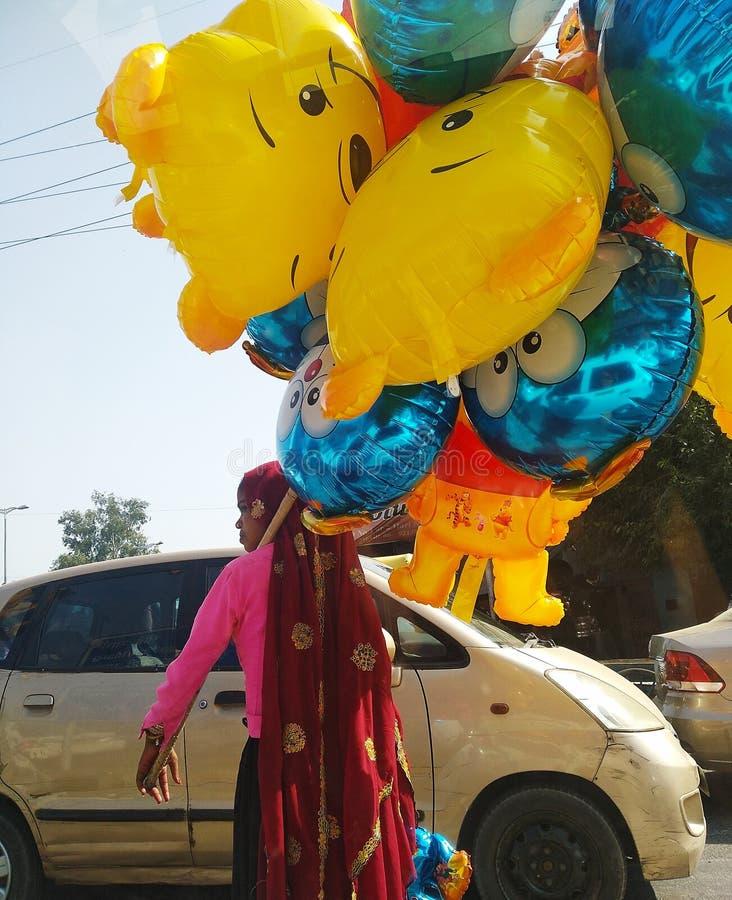 En ballongsäljare royaltyfria bilder